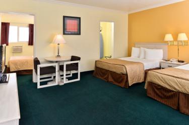 2-Room-Suite-3-Beds