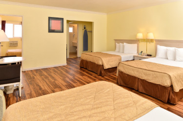 Family Suites Walking Distance to Disneyland.