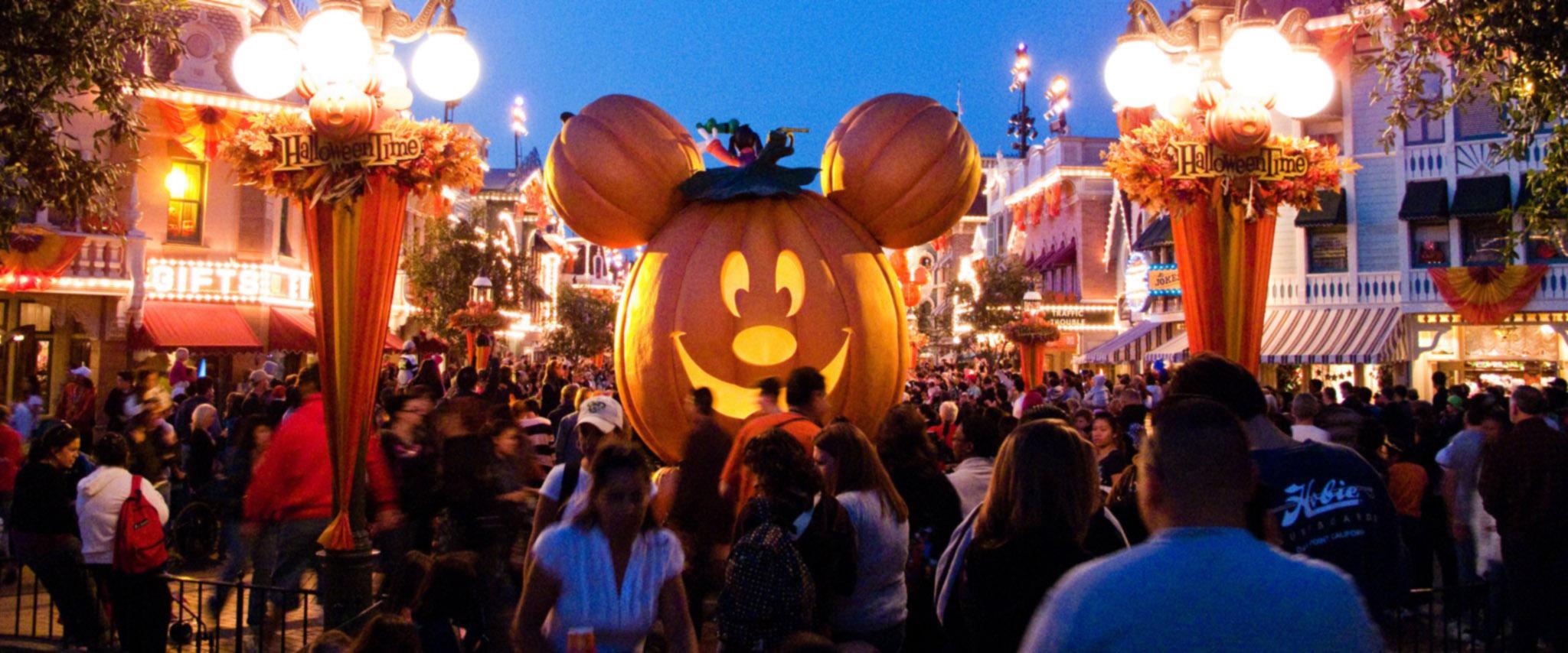 Disneyland-Halloween-Family-Suites