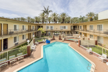 Anaheim Best Value Inn Suites Swimming Pool