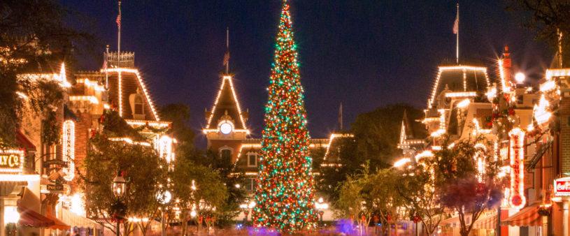 Disneyland During Christmas.Top 10 Reasons To Visit Disneyland During The Holidays